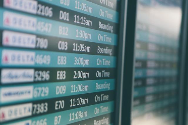Letisková tabuľa s odletmi